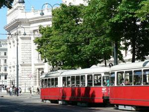 Tipico Tranvia del Anillo en Viena